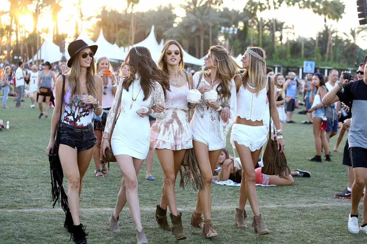 CELEBRiTiES AT COACHELLA!! - YouTube